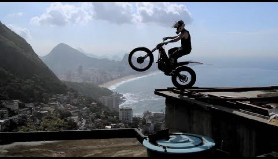 julien-dupont-ride-the-world-favela-vidigal-rio-de-janeiro-1352766069