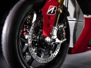 Yamaha YZF R1 GYTR 2019 pneus Bridgestone et freins Brembo