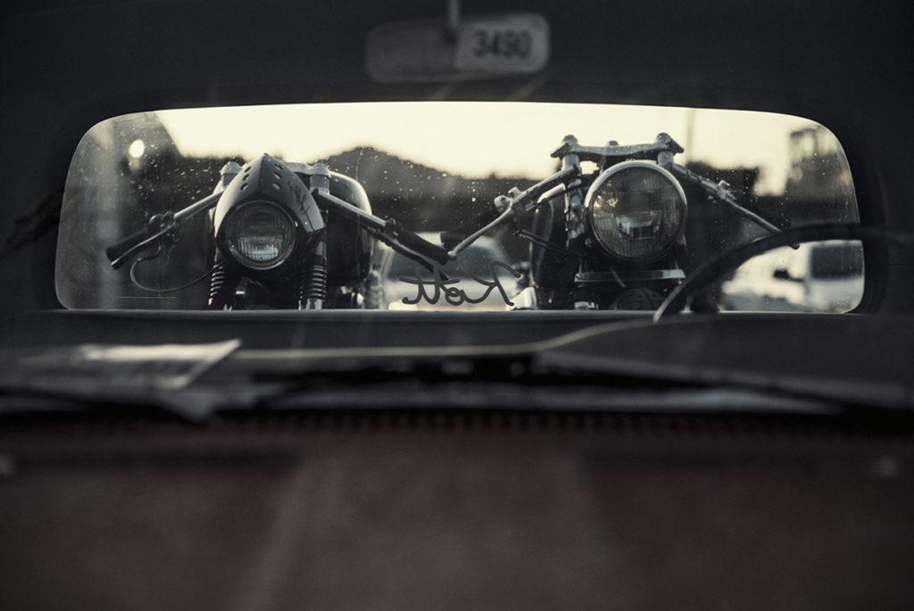 Motos sur une remorque